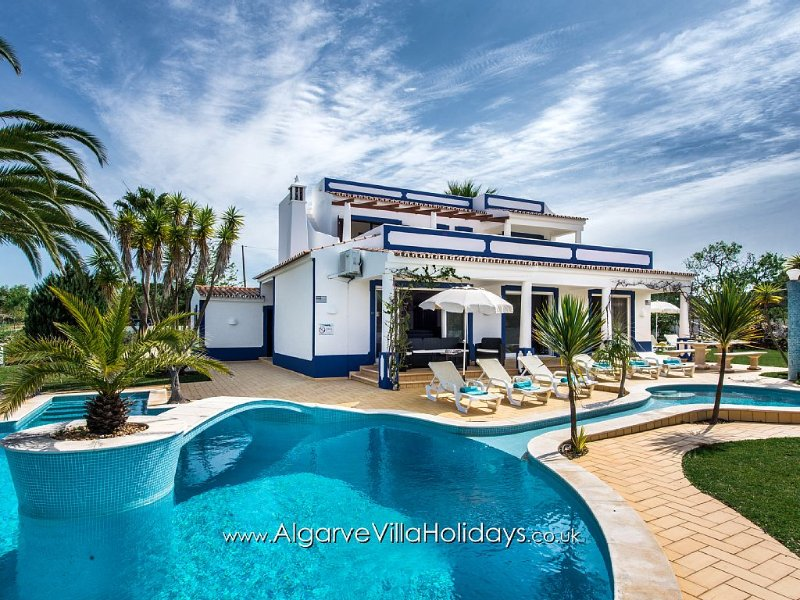 Villa with private pool & garden, Heatable pool , Air conditioning and WI-FI, vacation rental in Albufeira