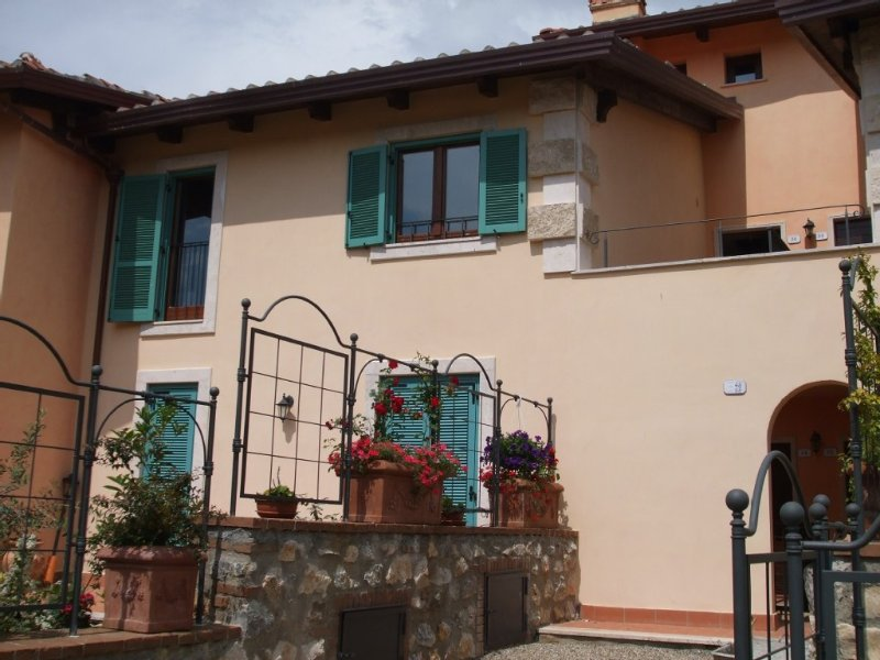 Tuscan style apartment with pool ideally situated on the outskirts of Cetona, holiday rental in Cetona