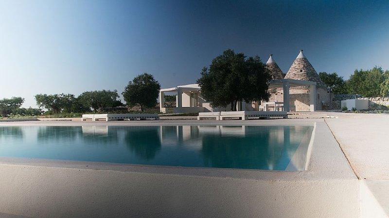 Chic rural retreat with infinity pool near Alberobello, holiday rental in Alberobello