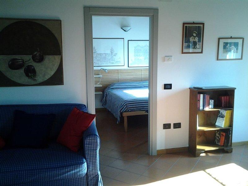 BORGOVAGANDO: luminoso appartamento con piccolo terrazzo nel centro storico, Ferienwohnung in Ferrara