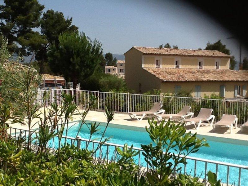 MAZET  3 pièces , meublé confort pour 6 personnes ,  jardin et piscine,TV, – semesterbostad i Porquerolles Island