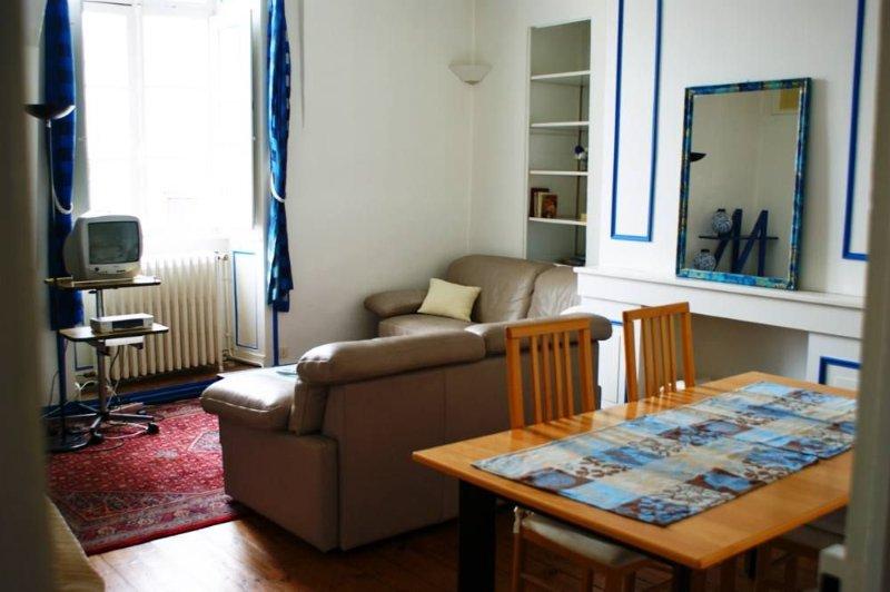 A deux pas du port, appartement intra-muros, 4 personnes, 80 m², holiday rental in Saint-Ave