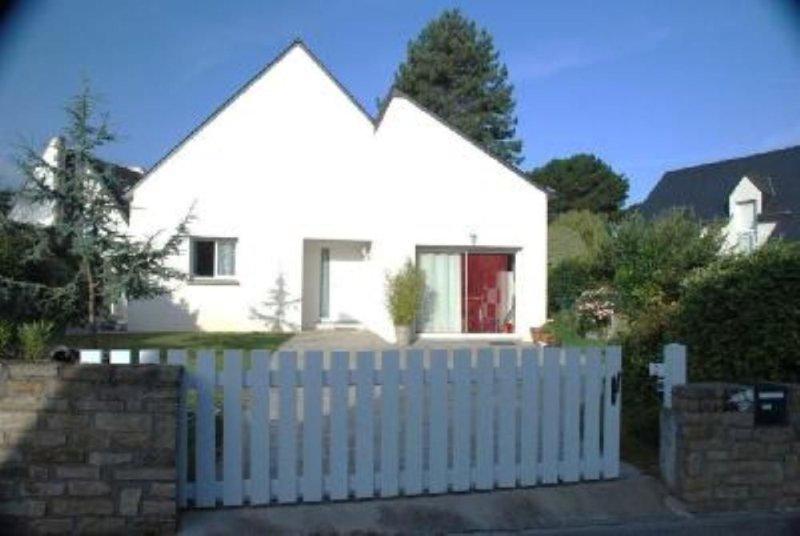 Agréable appartement dans maison  à 100m  de la plage, vacation rental in Morbihan