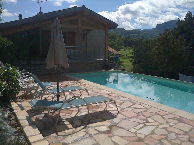 La Lézarde- Maison avec piscine - Vue magnifique - Exposition plein sud, holiday rental in Estancarbon
