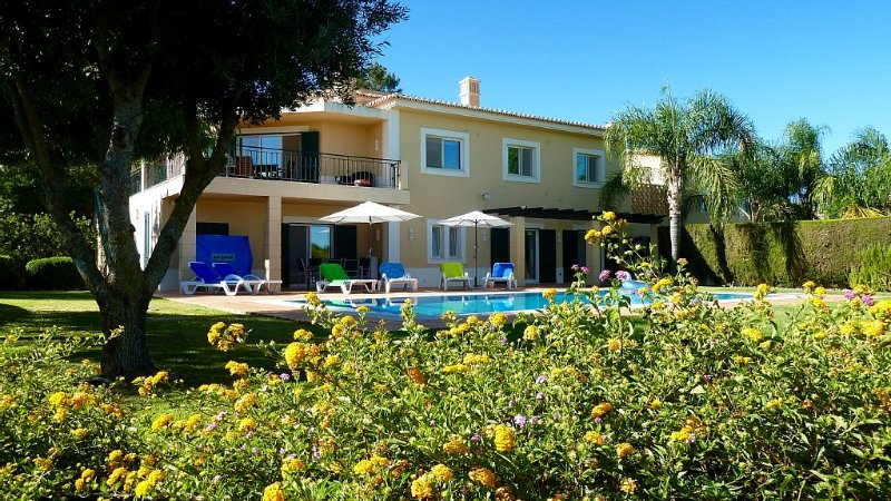 Luxury Villa - peaceful setting, private heated pool, overlooking golf course, holiday rental in Estombar