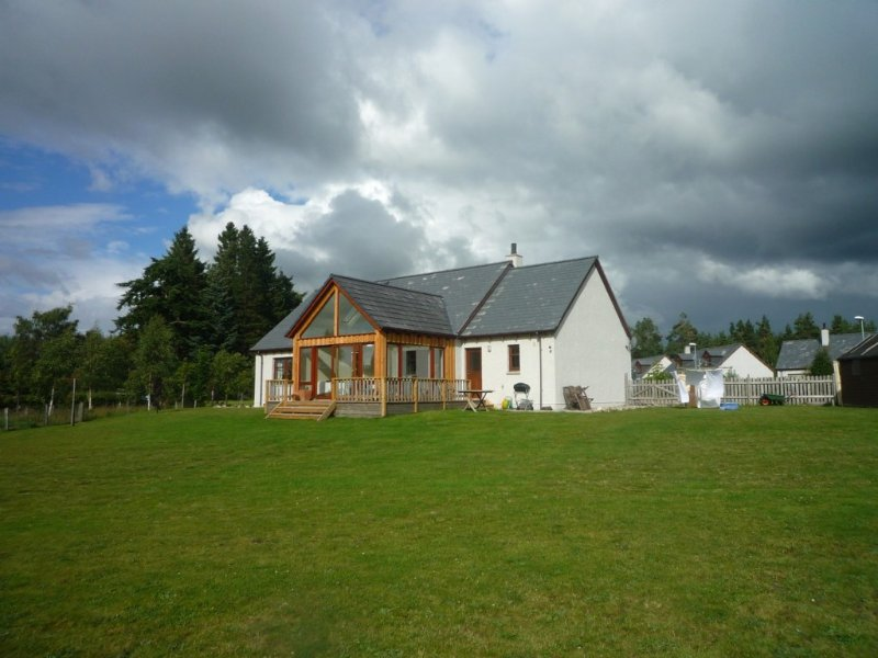 House with mountain views and  large garden  -  ideal for families -, holiday rental in Nethy Bridge