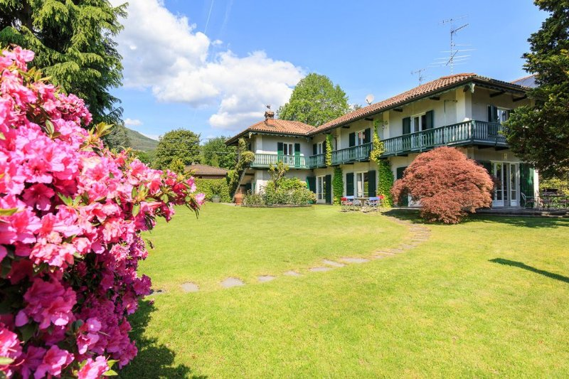 Villa Ida, Lesa Lake Maggiore Italy - NORTHITALY VILLAS Villa Vacation Rentals