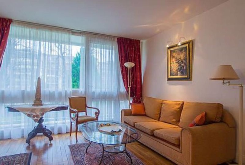 PROMO au mois de juillet et mois d'août, casa vacanza a Neuilly-sur-Seine