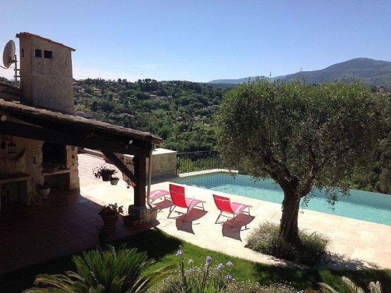 Villa provençale dominante très calme avec piscine, holiday rental in La Gaude