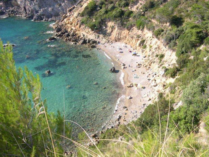 casa con vista e scesa a spiaggia, casa vacanza a Isola Del Giglio