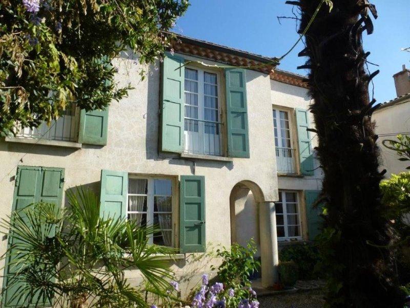 Charmante maison de ville au coeur de l'Ardèche, holiday rental in Saint-Sernin