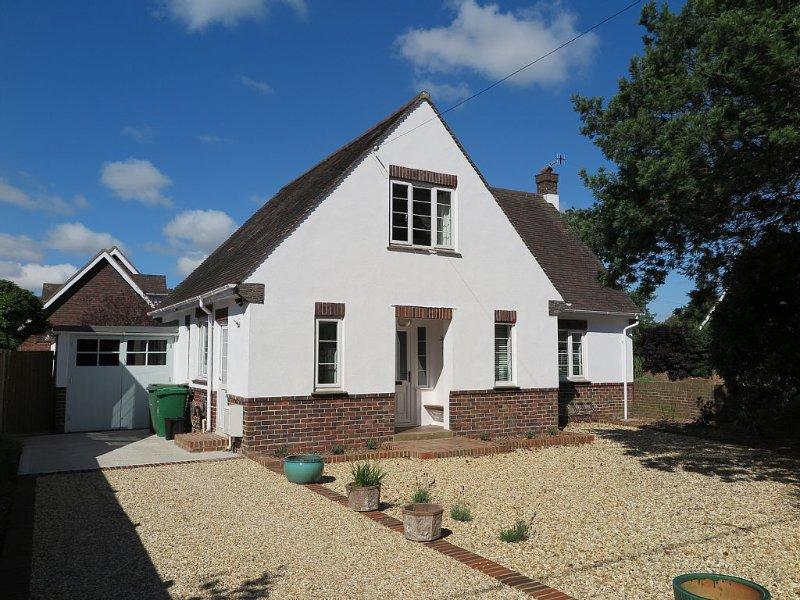 Family friendly Pretty Detached House With Private Garden And Parking, aluguéis de temporada em Bembridge
