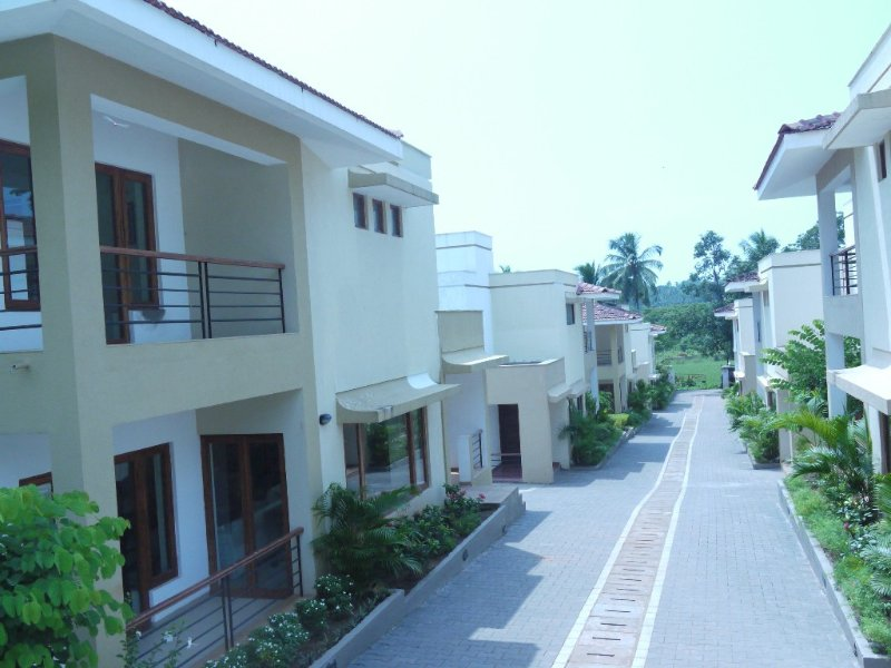 Beautiful contemporary villa in a rural setting with shared pool in Candolim, holiday rental in Marra
