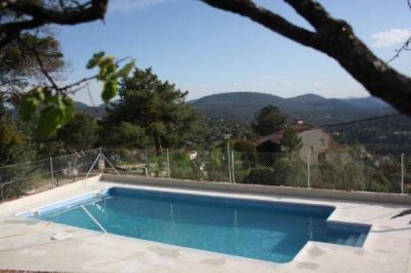 Robledo De Chavela: Chalet  rural con piscina privada, barbacoa y Wifi próximo a, casa vacanza a Robledo de Chavela