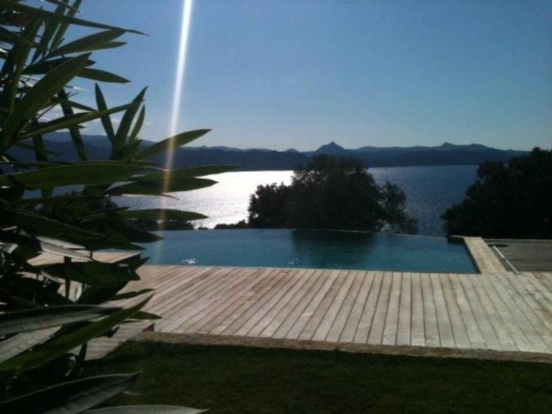 Villa sur 8000m2 vue imprenable golfe de st Florent piscine à débordemen, holiday rental in Olmeta di Capocorso