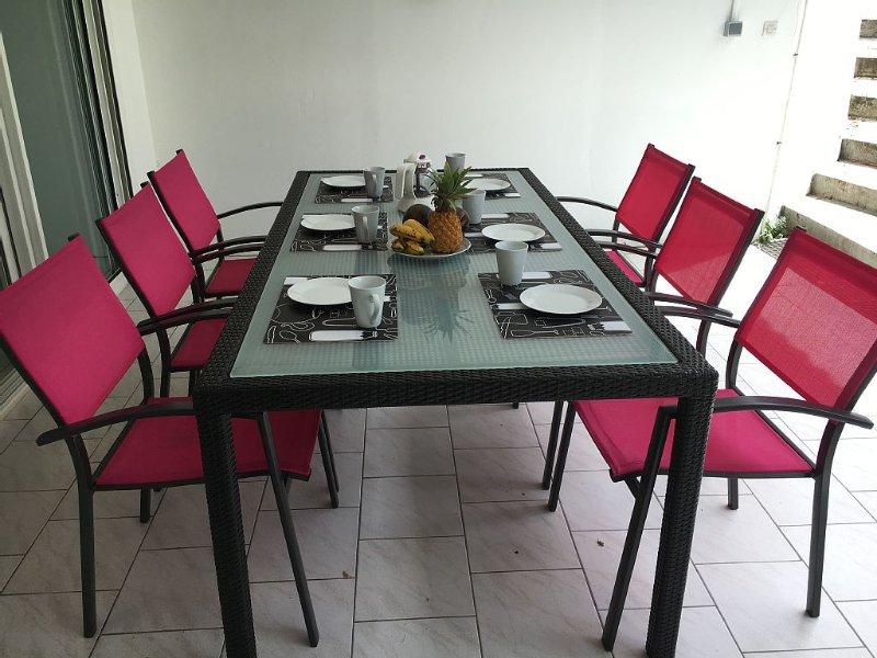 BAS DE VILLA - PROCHE DE LA PLAGE - ACCÈS PISCINE PRIVEE, aluguéis de temporada em Sainte-Anne