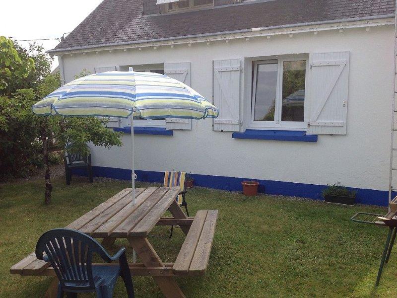 Detached 3 Bedroom Cottage In Quiet Hamlet, 10 minute walk to large sandy beach., holiday rental in Nevez