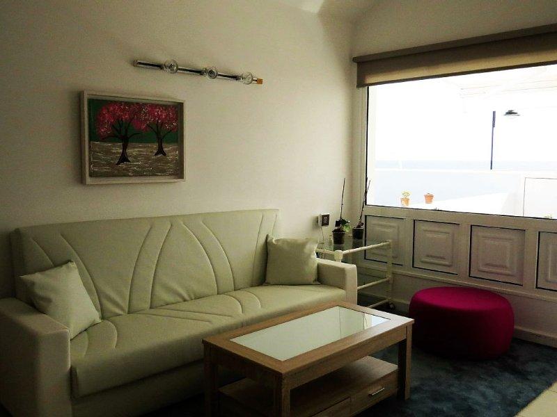 Casa en la playa con wifi playa y piscina comunitaria, holiday rental in Playa Honda