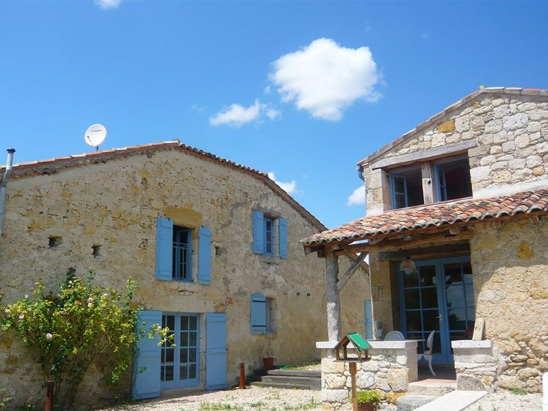 Outstandingly restored fortified 16th-century farmhouse near Condom, location de vacances à Astaffort