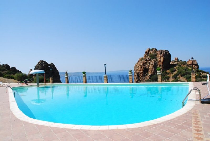 Sardinia - Charming cottage in the village facing the sea with swimming pool an, vacation rental in Portixeddu