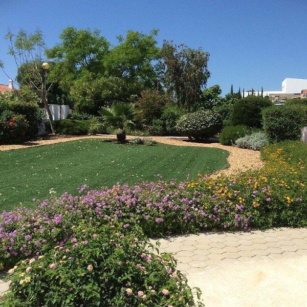 superb garden surrounding Casa Paradias