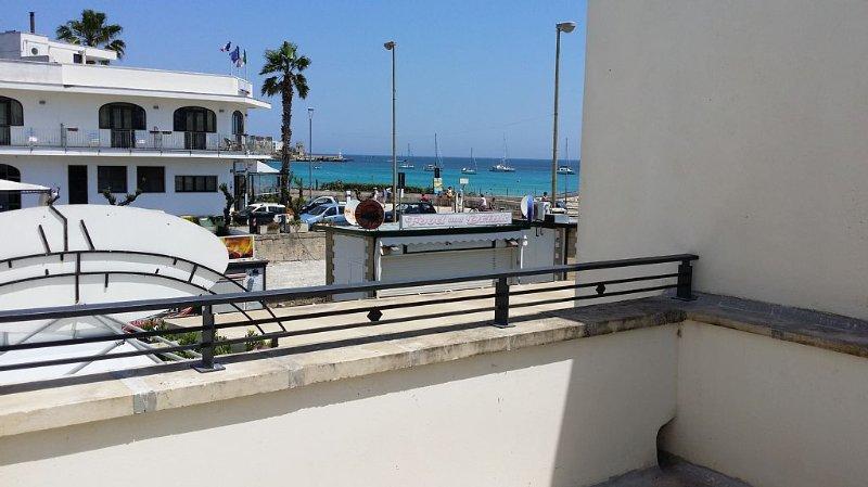 Otranto: Appartamento a 50 metri dal mare, vacation rental in Otranto