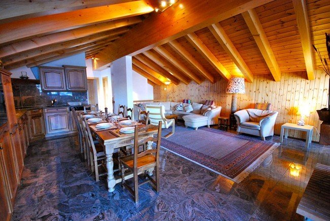 Luxury 4 bedroom penthouse apartment near ski lift, location de vacances à Valais