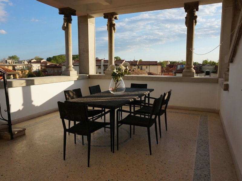 Stylish Penthouse Apartment in Venice Lido,  10 minutes from Saint Marks Square, holiday rental in Lido di Venezia