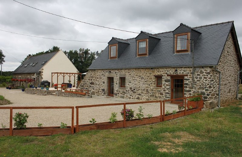 Family-friendly Farm Cottage., casa vacanza a Mael-Carhaix