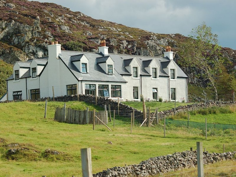 Much loved family-friendly house, coastal setting in the Highlands, location de vacances à Drumbeg