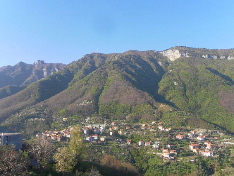 appartamento elegante e confortevole immerso nel verde, vakantiewoning in Gragnano