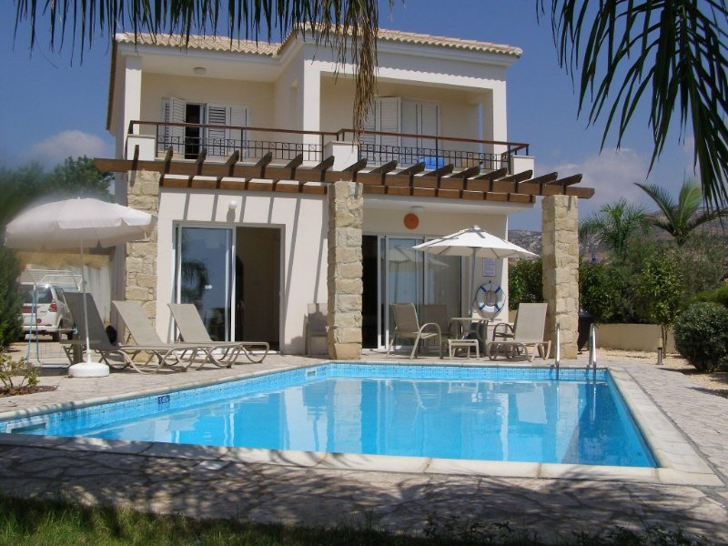 Luxury 3 bed villa in picturesque Cypriot village, vacation rental in Peyia