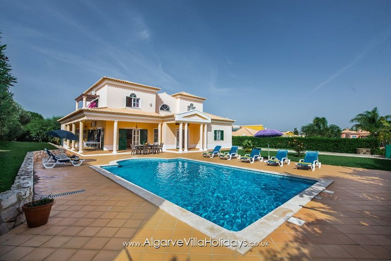 Villa with private heatable pool, Table tennis , WiFi,  only 900m beaches., holiday rental in Sesmarias
