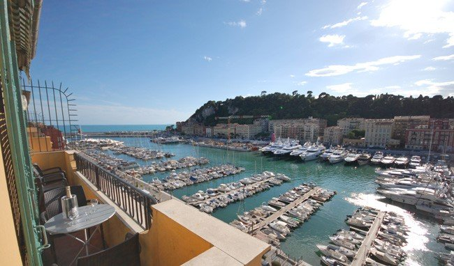 Duplex Penthouse apartment with 2 balconies giving stunning sea / port  views. – semesterbostad i Nice