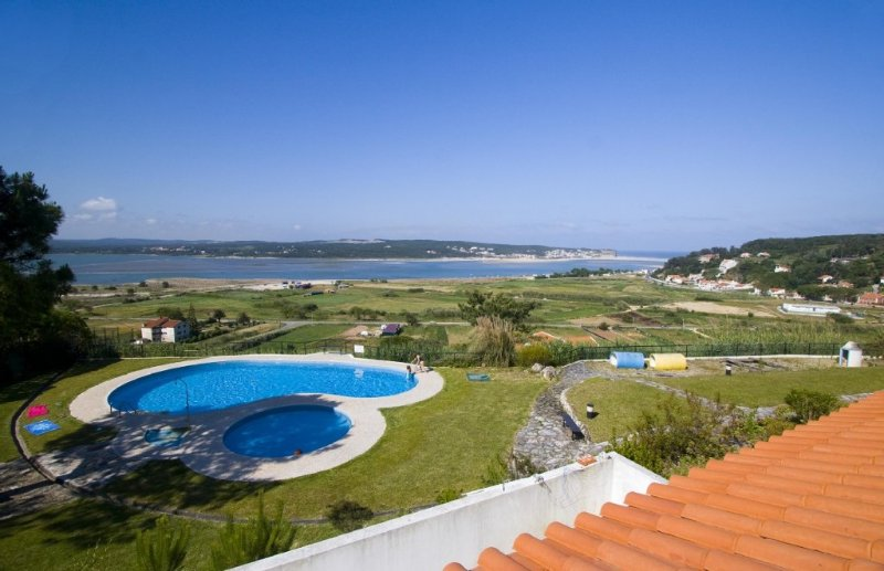 Silver Coast apartment with panoramic views at Foz do Arelho, vacation rental in Nadadouro