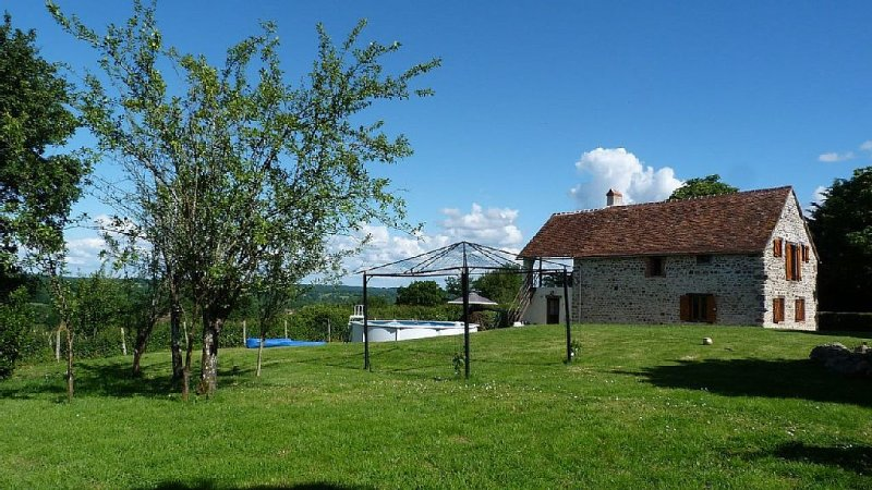 Beautiful country cottage near Chaillac in the Indre region of central France, casa vacanza a Indre