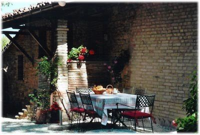 Beautiful self-catering flat for rent in the country, aluguéis de temporada em Cantiano
