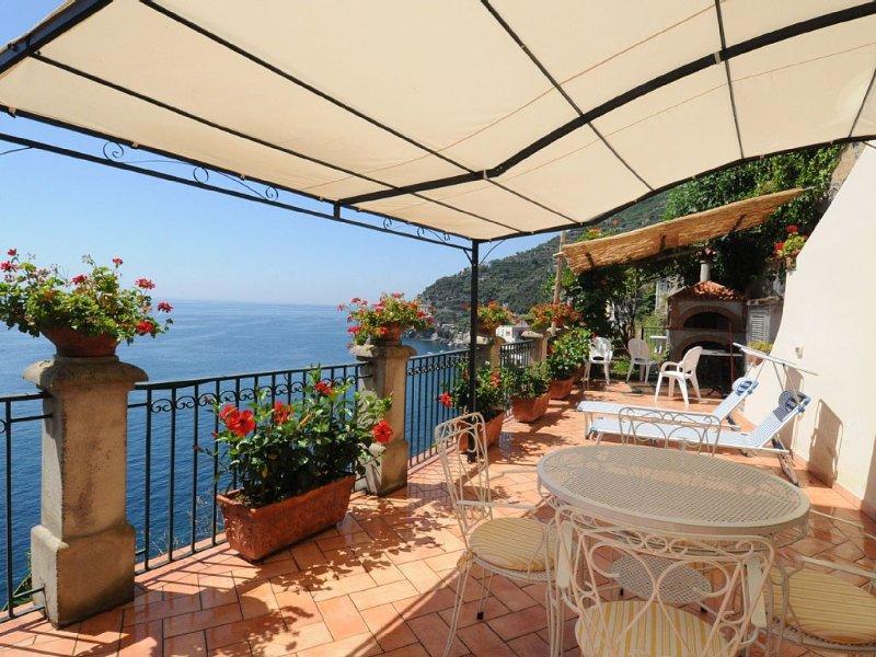 Romantico cottage con ampia terrazza privata panoramica, alquiler de vacaciones en Ravello