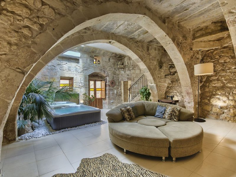 Living room with jacuzzi