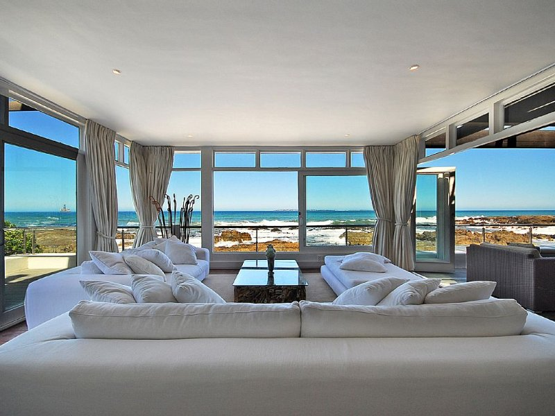 An extraordinary beach house with one of the best views in the world, holiday rental in Cape Town