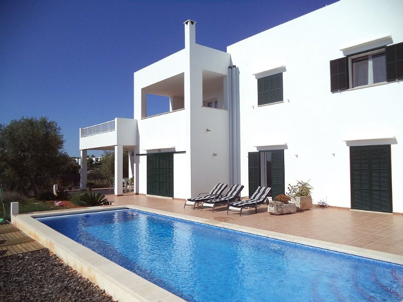 New Semi-Detached Villa With Private Swimming Pool, holiday rental in Santanyi