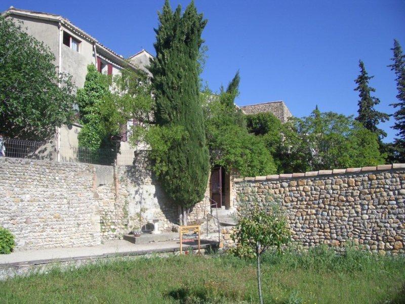 Propriété dans un village provençal, holiday rental in Villedieu