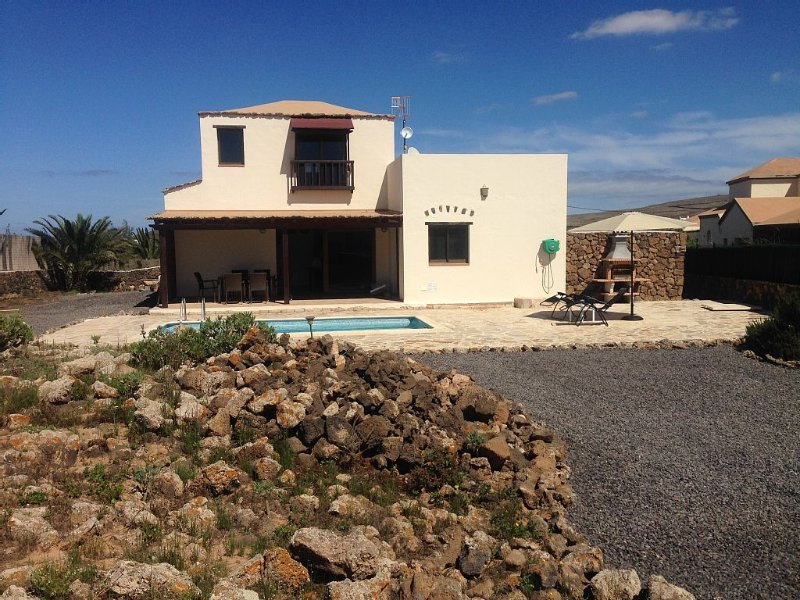 Magnifica Viivienda con piscina privada para disfrutar con familia y amigos, holiday rental in Lajares