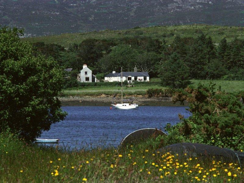 Beautiful situation, property overlooking sea.      Free WiFi., vacation rental in Moyard