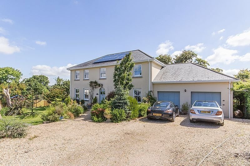 Large Detached Family House Near Beach Great For Extended Family Get Togethers, location de vacances à St Blazey