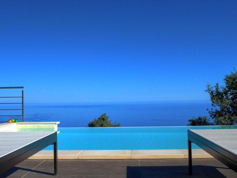 una esclusiva terrazza sospesa tra il mare ed il bosco, vacation rental in Finale
