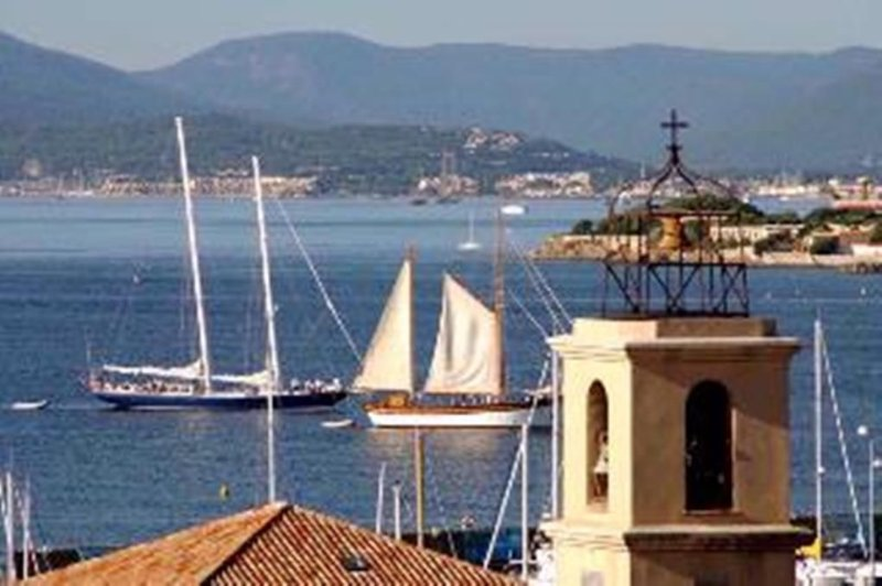 Sainte Maxime Cottage, In The Heart Of The Old Town, With Views Of St. Tropez Ba, holiday rental in Sainte-Maxime