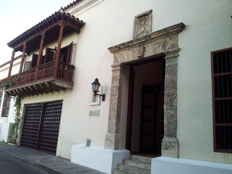 Apartamento lujo con piscina y jacuzzi privados,vistas al mar en Ciudad Colonial, vacation rental in Cartagena