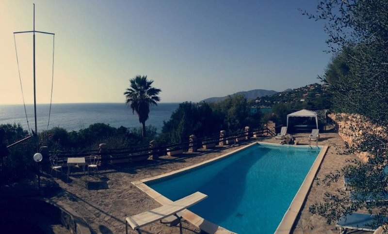 Sun, comfort, relax and an amazing sunset from the pool, holiday rental in Torre delle Stelle