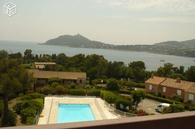T2 à 150 m de la plage, avec très grande terrasse et vue sur mer, 4-6 pers., vacation rental in Agay